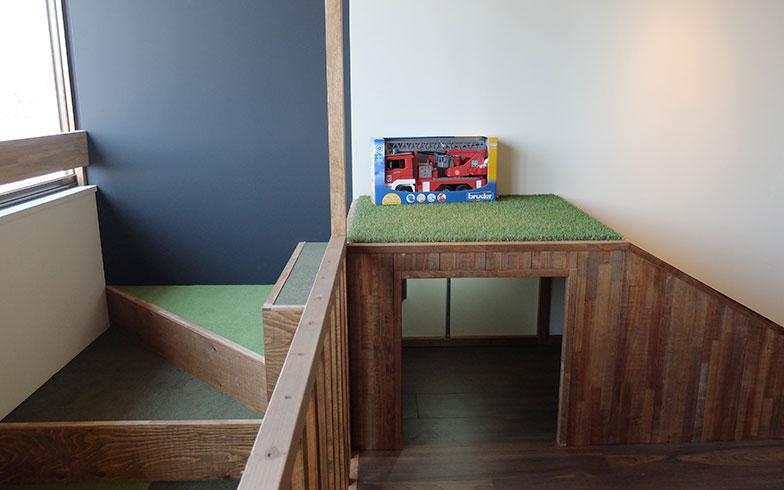 【画像9】ミニすべり台の中に隠れて遊ぶこともできる(写真撮影/倉畑桐子)