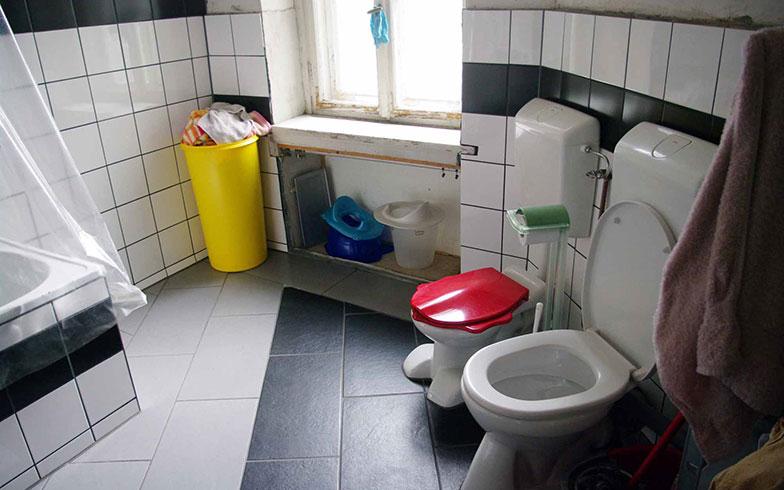 【画像4】小さな子どもたちのためのトイレも完備したバスルーム(写真撮影/村島正彦)