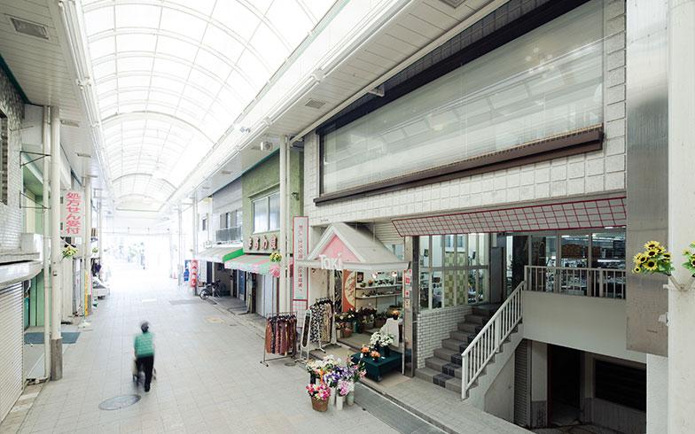 【画像5】行橋市では唯一の商店街。地方の商店街の例にもれずシャッター街となっているが、実は駅にも近く、アクセスが良いポテンシャルをもった立地(写真撮影/camekiti)