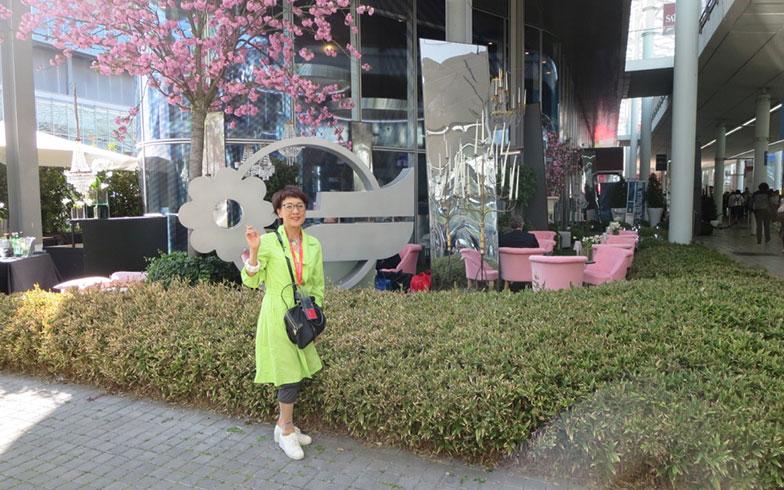 【画像20】見本市会場内に咲く八重桜、筆者の今年の花見は@Milan(写真撮影/藤井繁子)