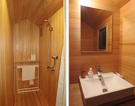 【画像12】シャワールームと洗面は桧づくし。内装は木の柾目(まさめ・まっすぐに通った木目)と板目を使い分けてデザイン、洗面はきれいな柾目(写真撮影/藤井繁子)