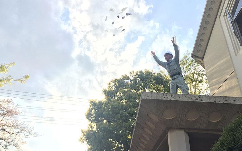 【画像11】二階からも餅が撒かれる(写真撮影/富谷瑠美)