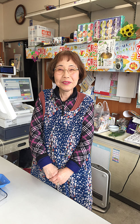 【画像13】南荻島地域で40年以上店を営む、豊田商店のおかみさん(写真撮影/富谷瑠美)