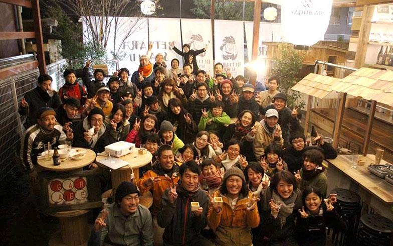 【画像4】施設づくりに携わったYADOKARIサポーターズの皆さんとの慰労会の様子(画像提供/YADOKARI)