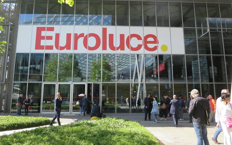 【画像1】「Euroluce」の会場、485社のうち約半数がイタリア以外の国の照明メーカー。日本からはシチズン電子、NITTOHが照明技術で出展(写真撮影/藤井繁子)