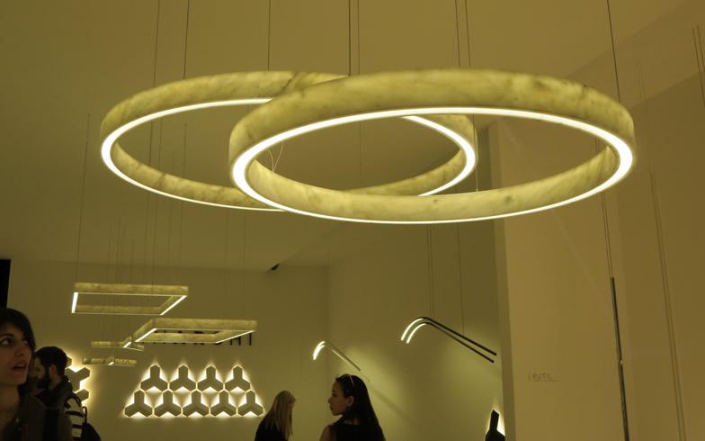 【画像10】大理石の模様が浮かび上がる、ミニマルで質感のあるデザイン@INARCHI社(写真撮影/藤井繁子)