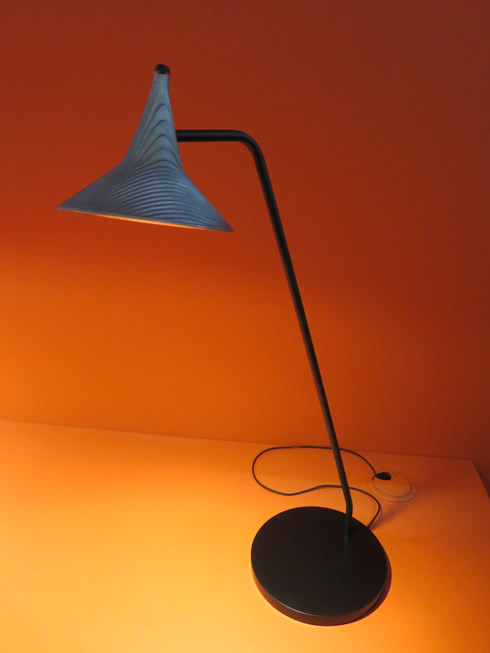 【画像12】小さいながら存在感のある「Unterlinden table」、真鍮バージョンやペンダントもある@Artemide(アルテミデ)社(写真撮影/藤井繁子)