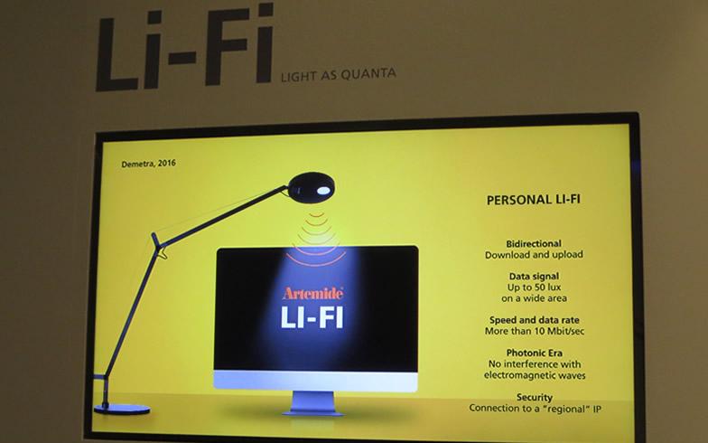 【画像26】Wi-Fiならぬ「Li-Fi」、照明が放つ発光インパルスによるネットワーク技術。深澤直人デザインのタスクライト「Demetra」で研究を進める@Artemide(アルテミデ)社(写真撮影/藤井繁子)