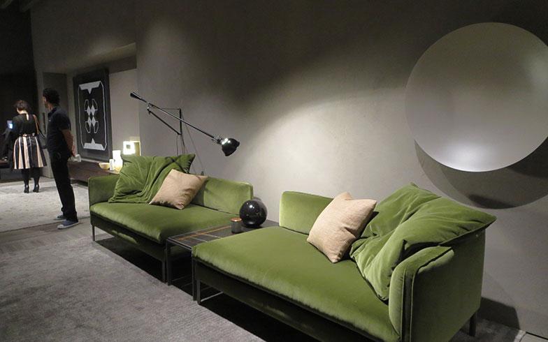 【画像3】こちらは緑でも、ベルベットの落ち着いたエレガント系@Molteni&C(モルテーニ)(写真撮影/藤井繁子)