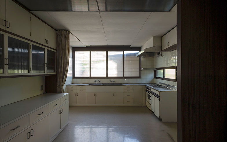 【画像2】改修前のキッチン(写真撮影/川辺明伸)