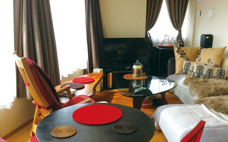 【画像3】自分が動きやすい家具配置をしたというりリビング。光もたっぷり入り気持ちも明るくなるそう(写真撮影/有森裕子さん)