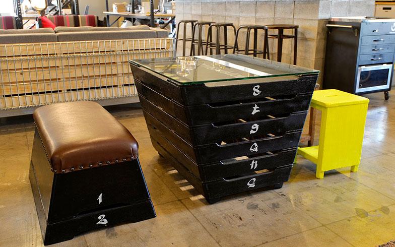 【画像10】こちらは跳び箱を使ったテーブル&チェア。色塗っただけで、こんなにもスタイリッシュになるとは(写真撮影/森カズシゲ)
