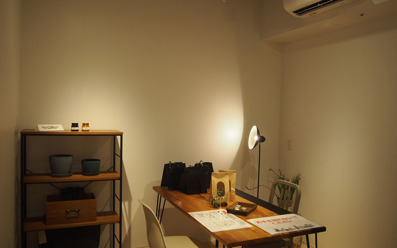 【画像6】5畳のアトリエスペース。広すぎず狭すぎず、ゆっくり作業するにはよさそう。ただし、アトリエは全室についているわけではなく、ほかに音楽向け仕様の防音住居などがある(写真撮影/明日陽樹)