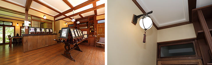 【画像5】普段はソファを置いている居間を利用して展示スペースに。改装した古民家は古い建具や木材、天井の漆喰(しっくい)細工、照明など細部に安野さんのセンスが光る大空間(写真撮影/飯田照明)