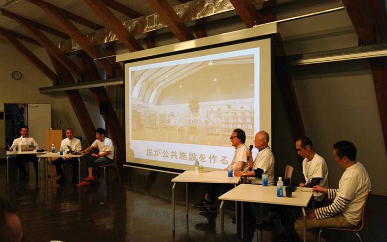 【画像11】EXPOにおけるシンポジウムの様子。10年前にオガールのアウトラインを決めたオガールデザイン会議のメンバーが集まって思いを語り合った(写真撮影/村島正彦)
