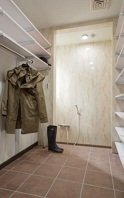 【画像3】洗い場があるシューズインクローゼット(写真撮影/片山貴博)
