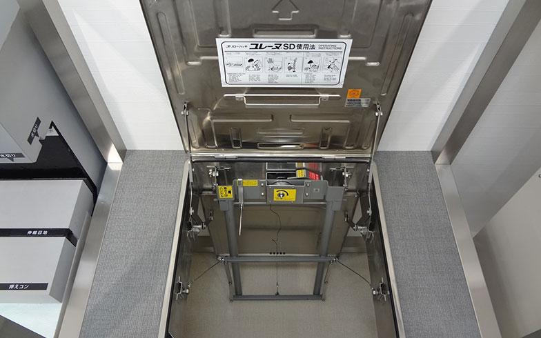 【画像2】バルコニーに設置されている避難ハッチ(画像提供/三井不動産レジデンシャルサービス)