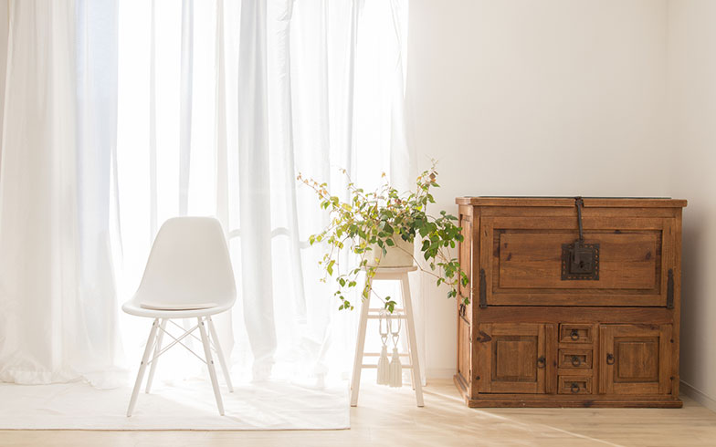 紫外線が気になる季節。家具や床の日焼けはどう防ぐ?専門家に聞いてみた