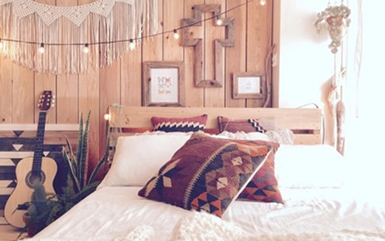 【画像11】既製品のベッドはイメージに合うものがなく、材木屋でおじさんと自作。大変だったため思い入れの強いアイテム(写真提供/____oki____さん)