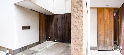 【画像3】むくの木、左官の土、足元に回したタイルの石と、この自然の素材感が橋本さんらしい。玄関扉は天井高からの引き戸(写真撮影/片山貴博)