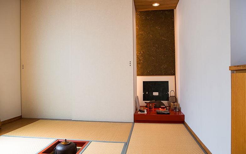【画像15】炉や床の間、押入れも、モダンにデザインされた茶室(写真撮影/片山貴博)
