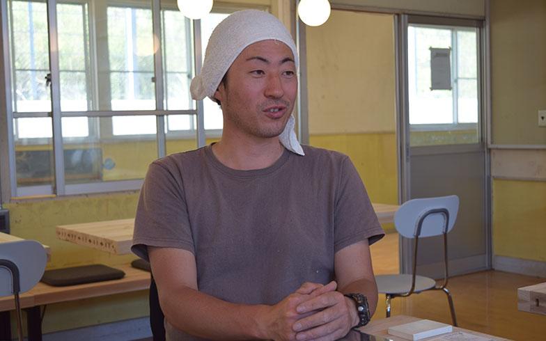 【画像9】「シラハマ校舎」は、多田さんが2部屋ある宿泊施設、レストランとキッチン、シャワー室やお風呂、トイレにいたるまで、ほぼご自身でセルフリノベーションし改装した(撮影/末吉陽子)