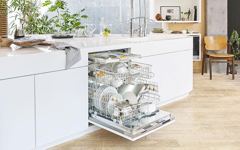 【画像3】ビルトイン食器洗い機の新モデル「EcoFlex」。日本の一般的なキッチンにも設置が可能(画像提供/Miele Japan Photo_Satoshi Yamaguchi / Styling_Fumiko Sakuhara)