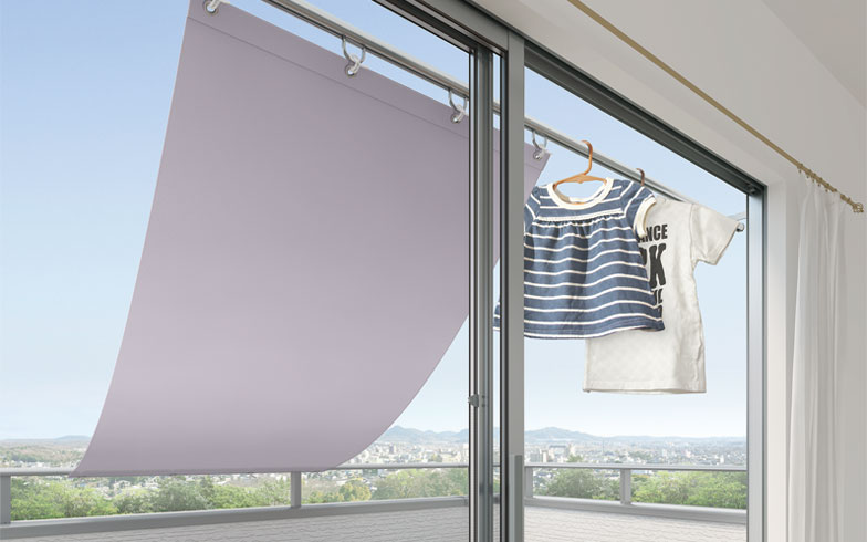 【画像3】簡単に日除けができる「多目的バー」と「簡易タープ」。緑のカーテン、洗濯物干しにも(画像提供/株式会社LIXIL)