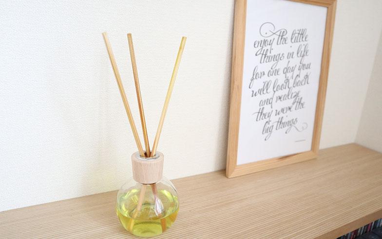 【画像1】「リードディフューザー」を玄関に置くだけで、家族や客人をほのかな香りでお出迎え(画像提供/小田ゆきさん)