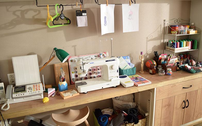 【画像4】壁側にはカンナさん専用のお仕事スペースを設けている(撮影/末吉陽子)