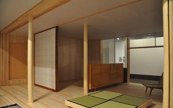 【画像2】今回の展示のメイン作品でもある、清家清の「斎藤助教授の家」。実物大模型、つまり家そのものが再現されている。圧巻!(撮影/嘉屋恭子)