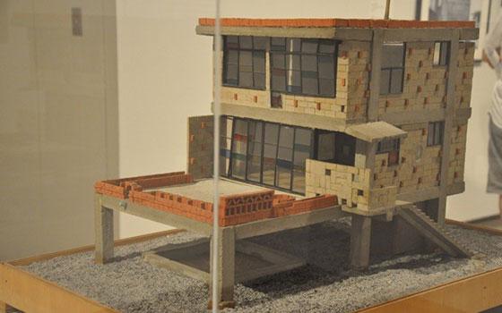 【画像3】建築模型も多数展示。まるでミニチュアのようで、精巧なつくりに子どもにはこうした展示がわかりやすいはず(撮影/嘉屋恭子)