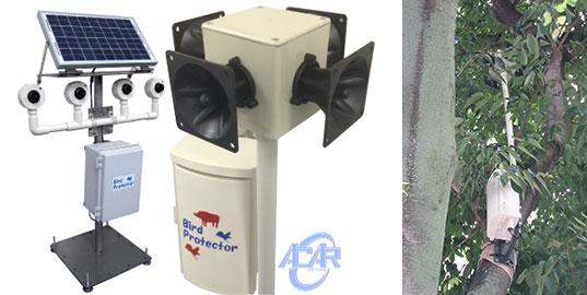 【画像4】写真左/作成装置例(実際の装置はそれぞれの現場状況に合わせた特注製造となります)。費用は特注内容によって異なり、姫路市の場合は1台30万円程度とのこと。写真右/樹木への設置イメージ(写真提供/株式会社エイカー)