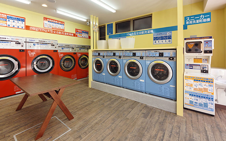 【画像9】ポップなデザインの洗濯機や乾燥機が並ぶ(写真提供/クリーンプラザルーシー)