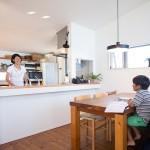 リビ充家族[5] 湘南の海を一望するリビングで、家族の時間を共有する暮らし