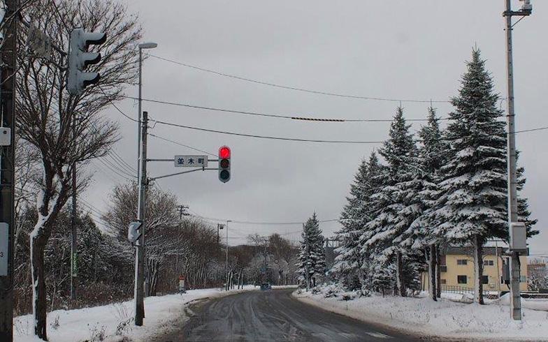 【画像3】札幌と旭川の間に位置する岩見沢市は、交通の要衝として発展した町で人口は約8万人。年間降雪量は約6.5メートルにもなるが、毎日のように道路の除雪作業が行われ、生活に支障をきたさない体制が整っている。(写真撮影/熊田誠治)