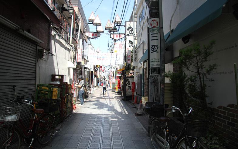 【画像2】商店街の脇道にも店舗があるので、散策が楽しい(写真撮影/明日陽樹)