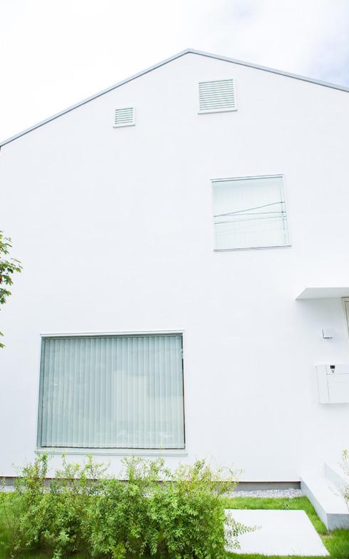 【画像24】オープン外構で、ご近所さんとのコミュニケーションも生む『窓の家』(写真撮影/片山貴博)