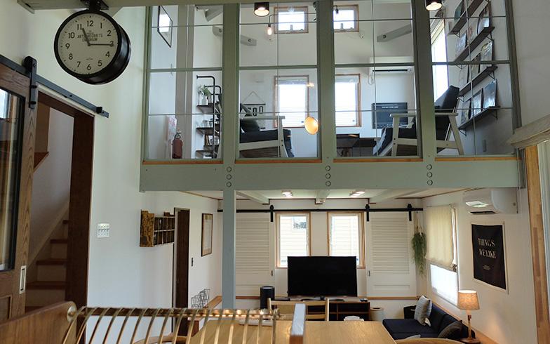 【画像8】インダストリアル(工業的な)デザインを意識した「CAMP」の内装は、カフェやヘアサロンのよう。住み心地を試したくなる(写真撮影/倉畑桐子)