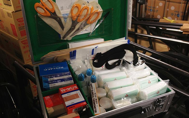 【画像5】備蓄倉庫内にある防災備蓄品のうち、医薬品など。但し、住宅居住者には1週間の在宅避難に備えたエマージェンシーキットを配布している(写真提供/森ビル)