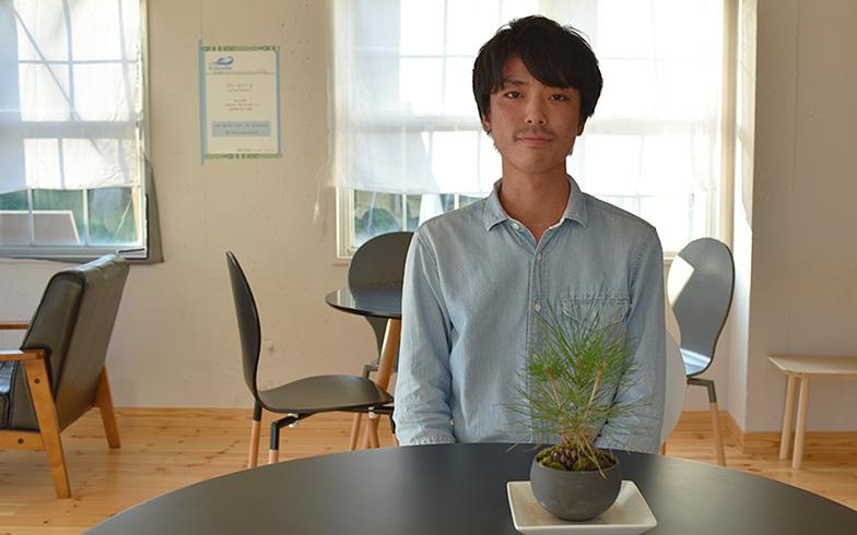 【画像3】シェアハウスのフリースペースにはオシャレな盆栽が。佐々木さんの趣味だという(写真撮影/小野洋平)