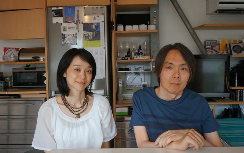 【画像1】丹羽太一さん、菜生さん夫妻。出会いは大学の研究室で知り合う。菜生さんが車椅子の人に身近に接したのは、太一さんが初めてだったそうです。(写真撮影/蜂谷智子)