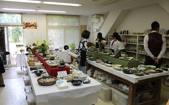 【画像4】マンションで開かれる秋祭りで作品を販売(写真撮影/四宮朱美)