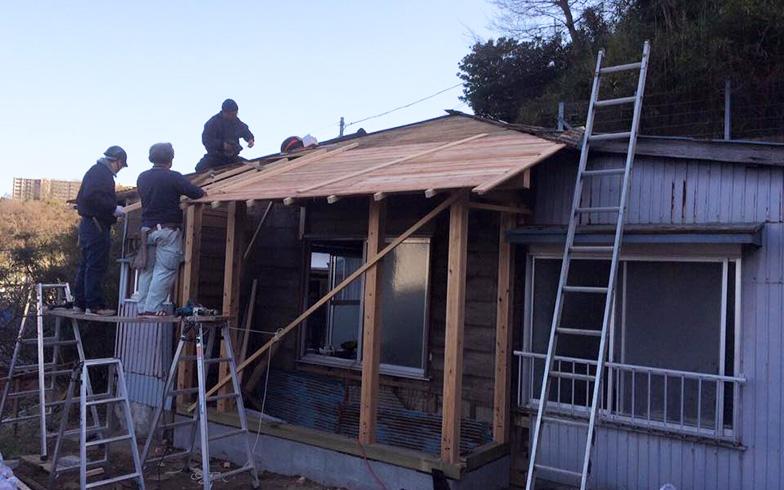 【画像5】工事中の様子(写真提供/KUG空き家プロジェクト)