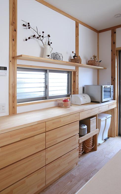 【画像3】キッチンの造作家具では「ゴミ箱を置けるよう、棚の下を空けてほしい」という要望が多いのだとか(写真提供/クボタ住建)