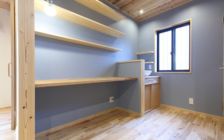 【画像5】洗面所も収納スペースが多いと片づけやすい場所。ランドリーバスケットの定位置やタオルの収納場所など、好みの仕様で造作すると快適に(写真提供/クボタ住建)