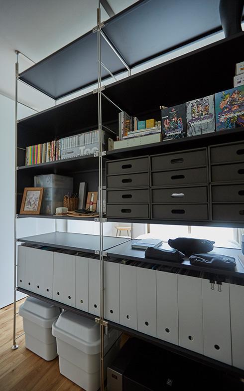 【画像5】廊下側の収納はこまごまとしたものをファイルボックスで整理(画像提供/良品計画)