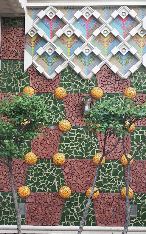【画像10】「マインド和亜」の外壁は、オレンジの木を模したようなデザイン。南欧を感じさせる(写真撮影/織田孝一)
