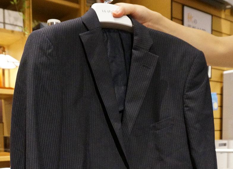 【画像4】ジャケットの使用前。かなりシワができ、ほこりも付いている(写真撮影/蜂谷智子)