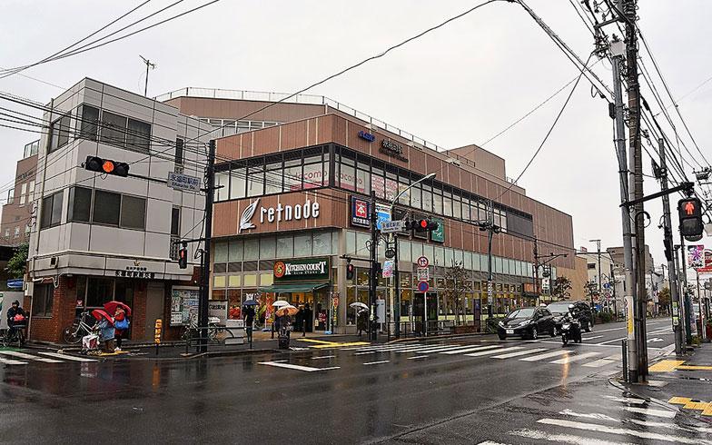 【画像1】永福町駅前の交差点。商業施設「京王リトナード」にはキッチンコートをはじめとする食料品が充実(撮影/小野洋平)